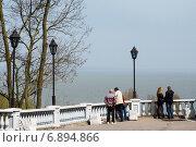 Купить «Смотровая площадка у каменной лестницы в Таганроге», фото № 6894866, снято 19 апреля 2014 г. (c) Борис Панасюк / Фотобанк Лори