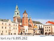 Купить «Вавельский замок в Кракове, Польша», фото № 6895262, снято 31 декабря 2014 г. (c) Наталья Волкова / Фотобанк Лори