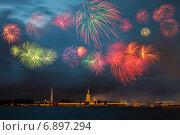 Салют на день флага в Санкт-Петербурге (2014 год). Стоковое фото, фотограф Хализов Александр / Фотобанк Лори