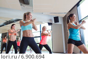 Купить «group of women working out in gym», фото № 6900694, снято 7 июня 2014 г. (c) Syda Productions / Фотобанк Лори