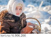 Девочка с кувшином молока. Стоковое фото, фотограф Мария Мороз / Фотобанк Лори