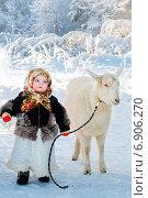Девочка и коза в зимний день. Стоковое фото, фотограф Мария Мороз / Фотобанк Лори