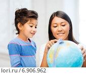 Купить «mother and daughter with globe», фото № 6906962, снято 25 августа 2013 г. (c) Syda Productions / Фотобанк Лори