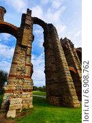 Купить «Wide angle shot of roman aqueduct», фото № 6908762, снято 18 ноября 2014 г. (c) Яков Филимонов / Фотобанк Лори