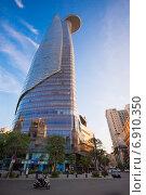 """Купить «Финансовая башня """"Битекско"""". Сайгон. Bitexco Financial Tower, Saigon», фото № 6910350, снято 15 января 2015 г. (c) Александр Подшивалов / Фотобанк Лори"""