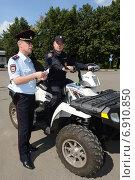 Купить «Сотрудники патрульно-постовой службы полиции», фото № 6910850, снято 9 августа 2013 г. (c) Free Wind / Фотобанк Лори