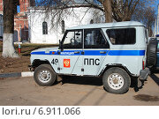 Купить «Милицейская машина в Бронницах Московской области», эксклюзивное фото № 6911066, снято 23 апреля 2010 г. (c) lana1501 / Фотобанк Лори