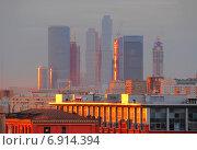 """Купить «Деловой центр """"Москва-Сити"""" в лучах закатного солнце весной», эксклюзивное фото № 6914394, снято 21 апреля 2010 г. (c) lana1501 / Фотобанк Лори"""