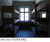 Освенцим Аушвиц Комната с нарами для содержания заключенных (2014 год). Редакционное фото, фотограф Евгения Бугас / Фотобанк Лори