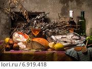 Купить «Рыбный натюрморт», фото № 6919418, снято 5 ноября 2014 г. (c) Колесникова Алёна Валерьевна / Фотобанк Лори
