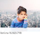 Купить «sad little girl over city background», фото № 6923718, снято 25 августа 2013 г. (c) Syda Productions / Фотобанк Лори