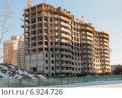 Купить «Строительство многоэтажного жилого дома в Москве», эксклюзивное фото № 6924726, снято 21 января 2015 г. (c) Константин Косов / Фотобанк Лори