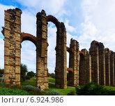 Купить «Roman aqueduct. Merida, Spain», фото № 6924986, снято 18 ноября 2014 г. (c) Яков Филимонов / Фотобанк Лори