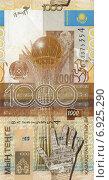 Купить «Купюра 1000 тенге образца 2006 года», фото № 6925290, снято 1 января 2015 г. (c) Александр Тараканов / Фотобанк Лори