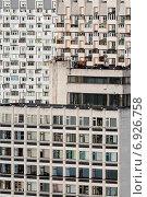 Купить «Крупным планом вид на плотную советскую городскую застройку жилых домов», фото № 6926758, снято 14 сентября 2014 г. (c) Николай Винокуров / Фотобанк Лори