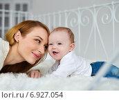 Счастливая мама с малышом. Стоковое фото, фотограф Alexey Matushkov / Фотобанк Лори