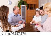 Купить «family playing cards», фото № 6927878, снято 19 сентября 2019 г. (c) Яков Филимонов / Фотобанк Лори