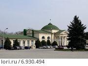 Купить «Здание железнодорожного вокзала в г. Нальчике», фото № 6930494, снято 4 апреля 2013 г. (c) KSphoto / Фотобанк Лори