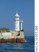 Купить «Белый маяк на набережной города Ялта, Республика Крым, Россия», фото № 6931366, снято 17 августа 2014 г. (c) Игорь Долгов / Фотобанк Лори
