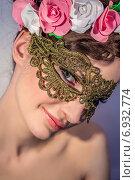 Купить «Портрет соблазнительной девушки в маске», фото № 6932774, снято 4 марта 2014 г. (c) Наталья Степченкова / Фотобанк Лори