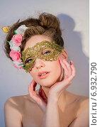 Купить «Портрет соблазнительной девушки в маске», фото № 6932790, снято 4 марта 2014 г. (c) Наталья Степченкова / Фотобанк Лори