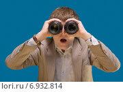 Купить «Молодой бизнесмен смотрит вперед», фото № 6932814, снято 15 октября 2009 г. (c) Мария Разумная / Фотобанк Лори