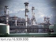 Купить «Нефтеперерабатывающий завод (НПЗ)», фото № 6939930, снято 8 января 2013 г. (c) Анастасия Золотницкая / Фотобанк Лори
