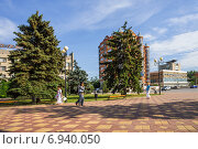Купить «На Петровской площади Азова», фото № 6940050, снято 13 июня 2014 г. (c) Борис Панасюк / Фотобанк Лори