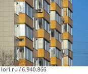 Купить «Двенадцатиэтажный двухподъездный блочный жилой дом серии II-18-02/12, построен в 1966 году. Уральская улица, 5. Район Гольяново. Москва», эксклюзивное фото № 6940866, снято 21 января 2015 г. (c) lana1501 / Фотобанк Лори