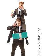 Мужчина и женщина в офисных костюмах. Женщина сидит на плечах мужчины. Стоковое фото, фотограф Гурьянов Андрей / Фотобанк Лори