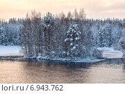 Остров на зимнем озере, закат. Карелия. HDR. Стоковое фото, фотограф Кекяляйнен Андрей / Фотобанк Лори