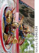Купить «Скульптуры драконов - украшение храма Wat Thavorn Wararam в Канчанабури, Таиланд», фото № 6944834, снято 11 января 2015 г. (c) Natalya Sidorova / Фотобанк Лори