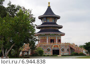 Купить «Храм Wat Thavorn Wararam в Канчанабури, Таиланд», фото № 6944838, снято 11 января 2015 г. (c) Natalya Sidorova / Фотобанк Лори