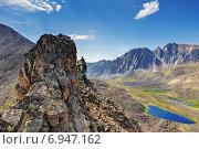 Купить «Вид со спортивного перевала на горную долину. Тункинские гольцы. Восточные Саяны», фото № 6947162, снято 24 июля 2014 г. (c) Виктор Никитин / Фотобанк Лори