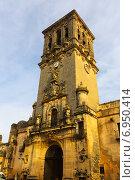 Купить «bell tower of Basílica. Arcos de la Frontera, Spain», фото № 6950414, снято 21 ноября 2014 г. (c) Яков Филимонов / Фотобанк Лори
