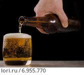 Пиво наливается в стакан. Стоковое фото, фотограф Владимир Лукин / Фотобанк Лори