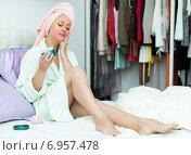Female putting cream on face. Стоковое фото, фотограф Яков Филимонов / Фотобанк Лори
