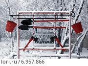 Купить «Стенд пожарного инвентаря, засыпанный снегом», фото № 6957866, снято 1 декабря 2014 г. (c) Василий Князев / Фотобанк Лори