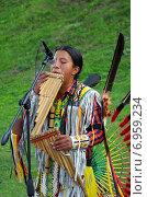 Купить «Выступление индейца в национальном костюме», эксклюзивное фото № 6959234, снято 7 сентября 2014 г. (c) Елена Коромыслова / Фотобанк Лори
