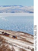 Байкал. Вид сверху на лед Малого Моря и турбазы на берегу. Стоковое фото, фотограф Виктория Катьянова / Фотобанк Лори