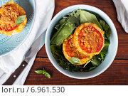 Купить «Макароны и сыр в булочке», фото № 6961530, снято 24 января 2015 г. (c) Елена Веселова / Фотобанк Лори