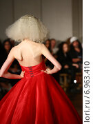 Купить «NEW YORK - SEPTEMBER 03: A Model walks runway for Victor de Souza Spring/Summer 2015 presentation during New York Fashion Week on September 03, 2014 in NYC.», фото № 6963410, снято 3 сентября 2014 г. (c) Anton Oparin / Фотобанк Лори