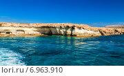 Купить «Морские пещеры недалеко от Ayia Napa (Айя-Напы) и мыса Греко, Кипр», фото № 6963910, снято 9 октября 2014 г. (c) Анна Лурье / Фотобанк Лори