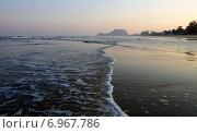 Пляж Pranburi beach в окрестностях Хуахина, Тайланд (2015 год). Стоковое фото, фотограф Natalya Sidorova / Фотобанк Лори