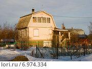 Купить «Дачный дом с мансардой», эксклюзивное фото № 6974334, снято 30 марта 2013 г. (c) Александр Щепин / Фотобанк Лори