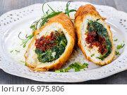Купить «Chicken roll stuffed with spinach and dried tomatoes. Healthy food», фото № 6975806, снято 25 мая 2020 г. (c) BE&W Photo / Фотобанк Лори
