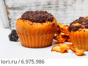 Купить «Poppy-seed muffins. Party and festive dessert», фото № 6975986, снято 11 июля 2020 г. (c) BE&W Photo / Фотобанк Лори