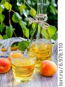 Купить «Peach juice. Healthy summer drink», фото № 6978110, снято 22 мая 2019 г. (c) BE&W Photo / Фотобанк Лори
