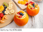 Купить «Orange filled with fruit salad - making of», фото № 6978666, снято 24 августа 2019 г. (c) BE&W Photo / Фотобанк Лори