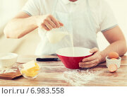close up of male hand pouring milk in bowl. Стоковое фото, фотограф Syda Productions / Фотобанк Лори